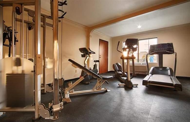 Best Western Plus Suites Hotel - Sport - 72