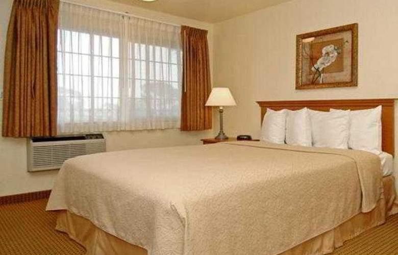 Quality Inn & Suites (Oceanside) - Room - 2