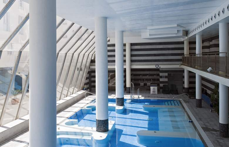 Albergue Inturjoven & Spa Jaén - Pool - 3