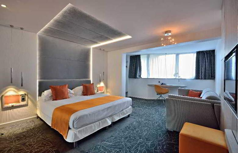 Cezanne - Room - 8