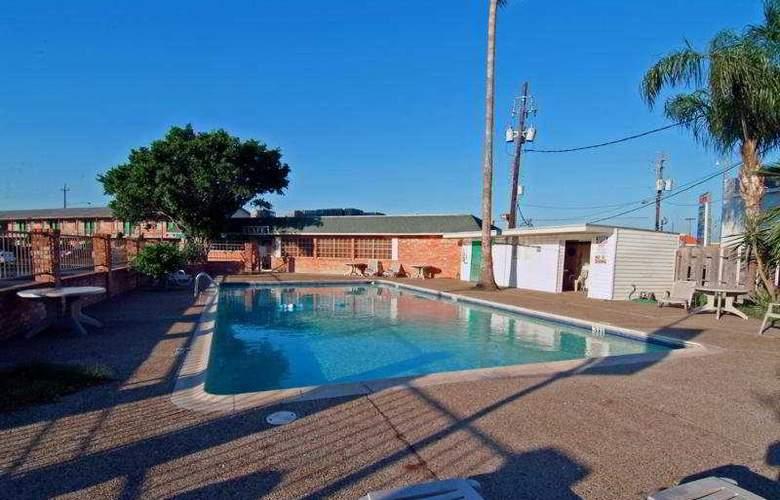 Best Western Rose Garden Inn - Pool - 6