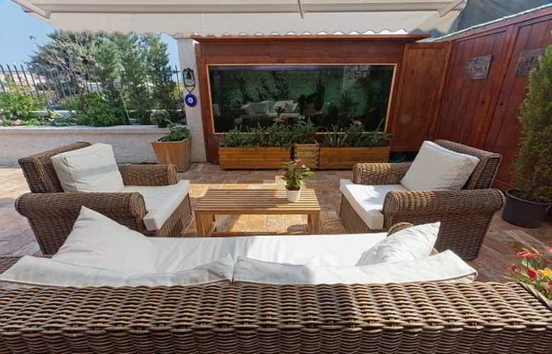 Kapari Hotel - Terrace - 11
