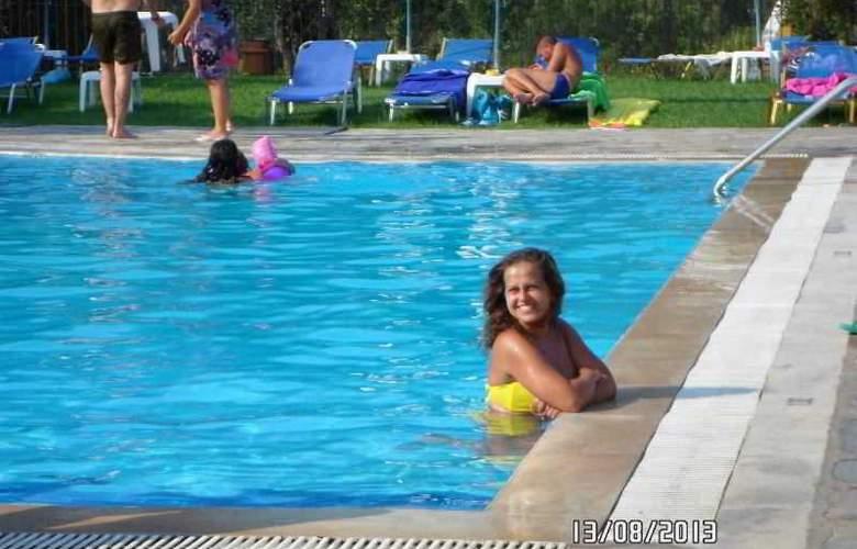 Yannis - Pool - 25