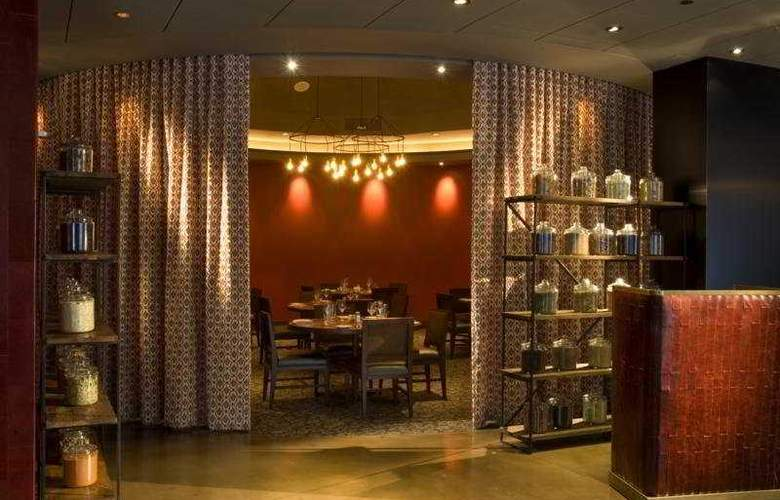 Doubletree Hotel Chicago Magnificent Mile - Restaurant - 12