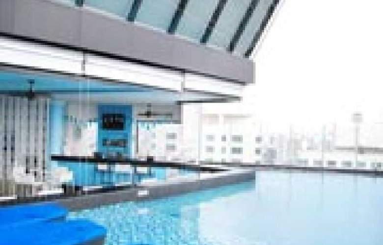 The Continent Hotel Bangkok - Pool - 3