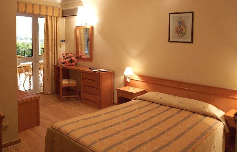 Belsol Hotel - Room - 2