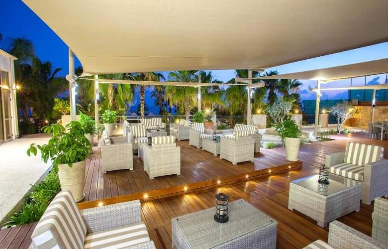 Aquamare Beach Hotel & Spa - Bar - 14