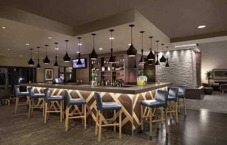 Embassy Suites Phoenix Tempe - Hotel - 2