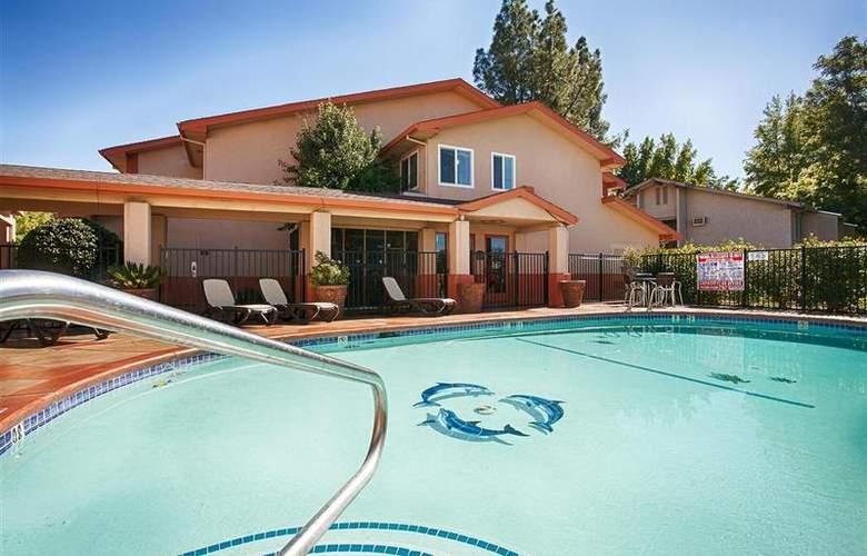 Best Western Plus Antelope Inn - Pool - 25