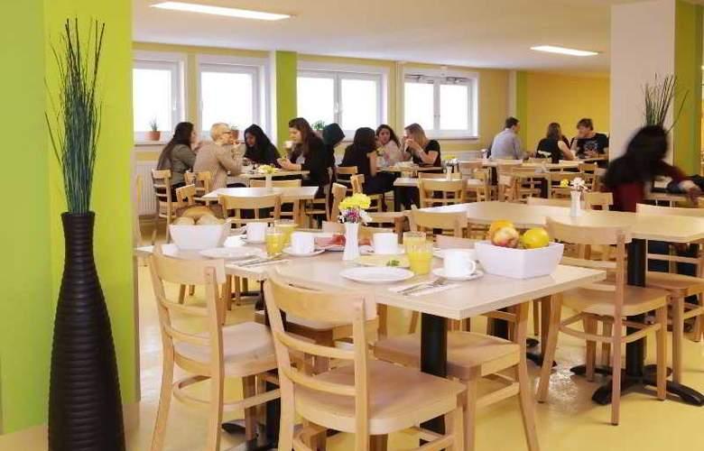 A&O Munich Laim - Restaurant - 4