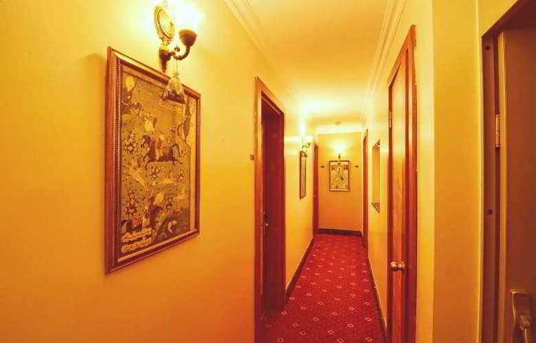 Santa Ottoman - Room - 11