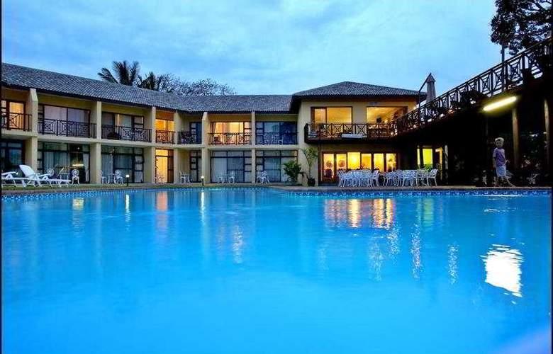 Elephant Lake Hotel - Pool - 1