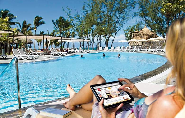 Hotel Riu Le Morne - Pool - 2