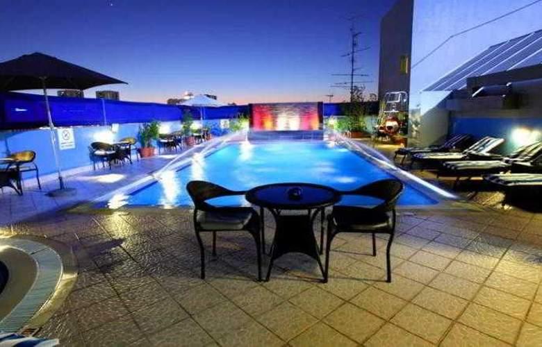 Montreal Hotel - Pool - 21