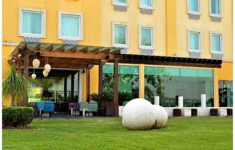 La Quinta Inn & Suites Poza Rica - Terrace - 9