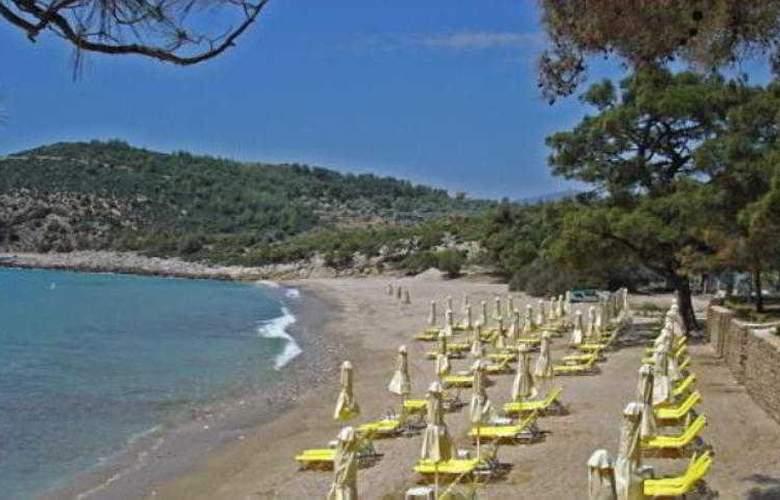 Royal Paradise Beach Resort & Spa - Beach - 3