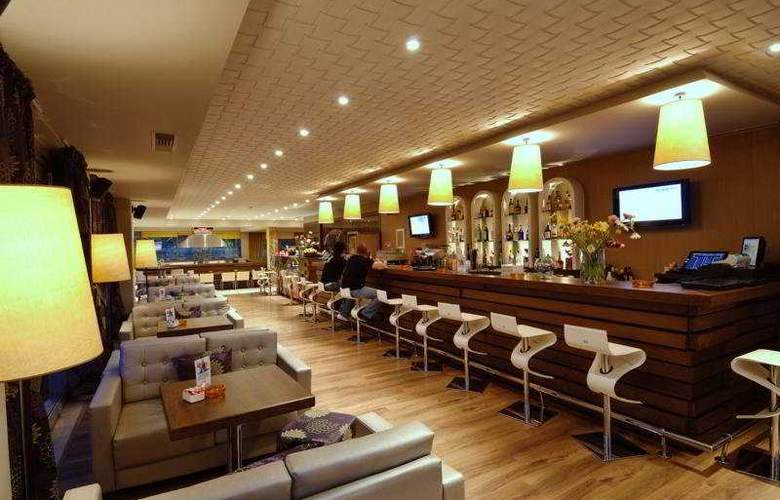 Royal Heights Resort - Bar - 9
