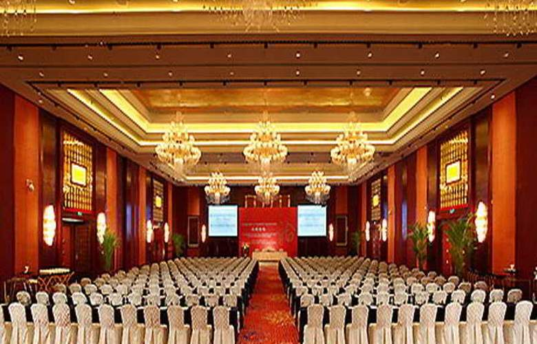 Wyndham Grand Plaza Royale - Conference - 6