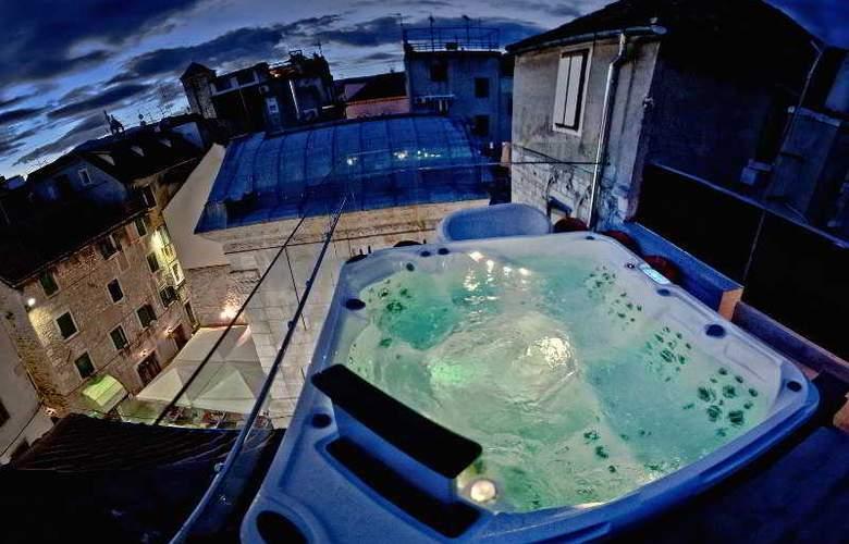 Jupiter Luxury Hotel - Pool - 23