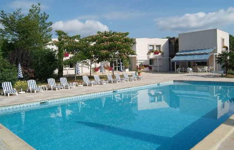 Interhotel La Closerie - Pool - 11