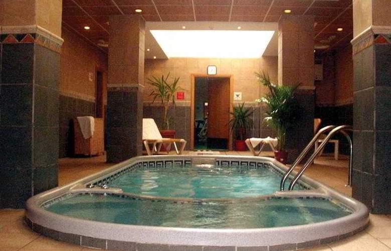 The Crown - Pool - 1