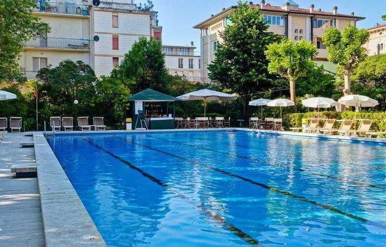 Best Western Premier Collection Grand Royal - Pool - 14