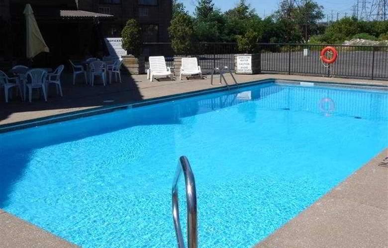 The Days Inn Fallsview Casino - Pool - 3