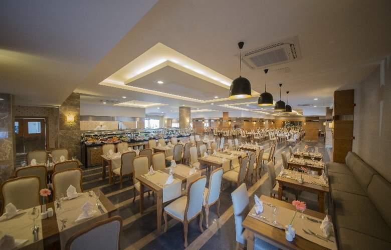 Lara Family Club - Restaurant - 22