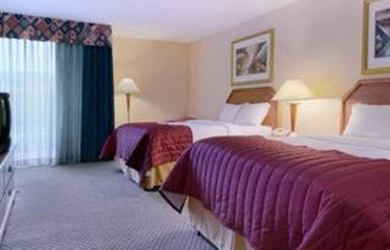 Baymont Inn & Suites Florida Mall - Room - 3