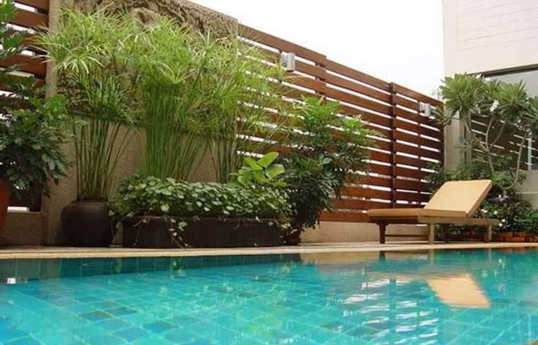 Suriwongse Tower Inn - Pool - 10