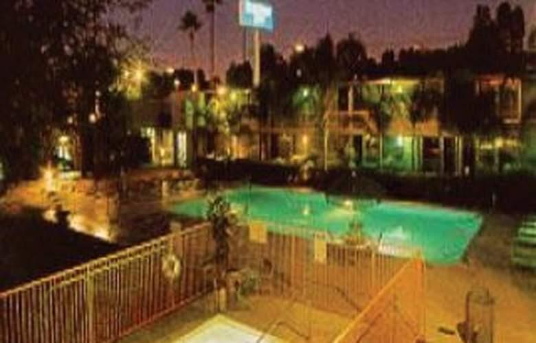Rodeway Inn Tucson - Pool - 1