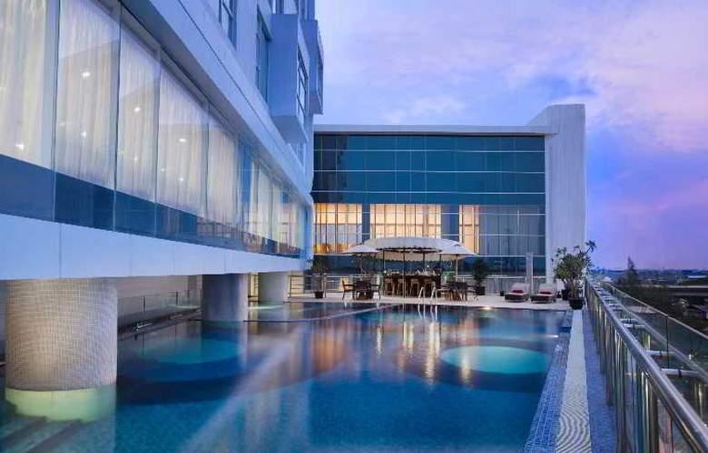 Hariston Hotel & Suites - Pool - 28