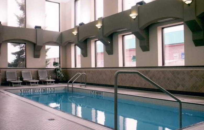 Travelodge Calgary MacLeod Trail - Pool - 0