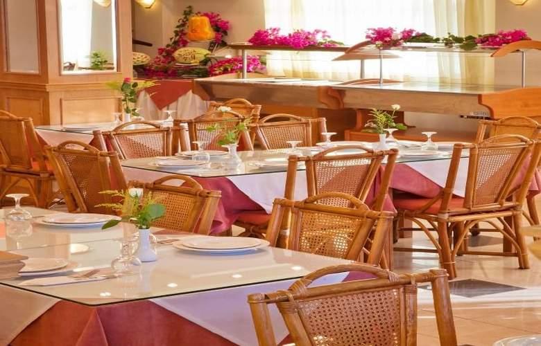 Dedalos Beach Hotel - Restaurant - 5