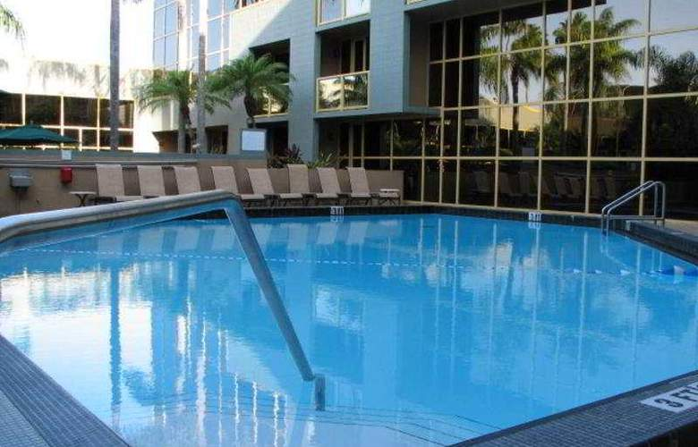 Holiday Inn & Suites Sawgrass Mills - Pool - 4
