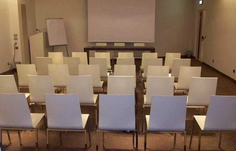 4 Viale Masini Design - Conference - 10