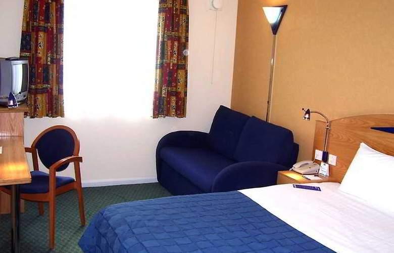 Holiday Inn Express London - Luton Airport - Room - 3