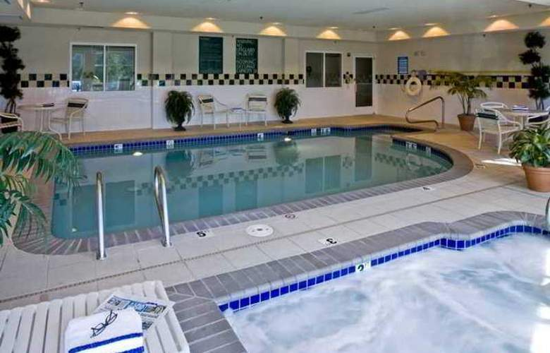 Hilton Garden Inn Lake Oswego - Hotel - 5