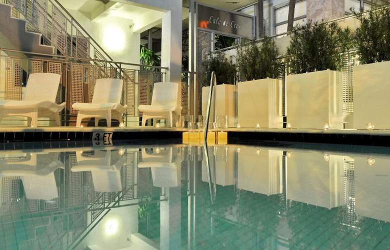 Crest Hotel Suites - Pool - 12