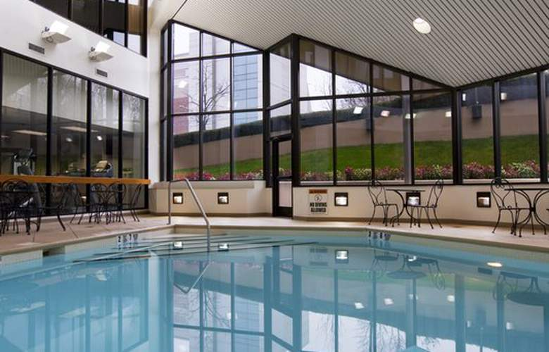 Crowne Plaza White Plains Downtown - Pool - 3