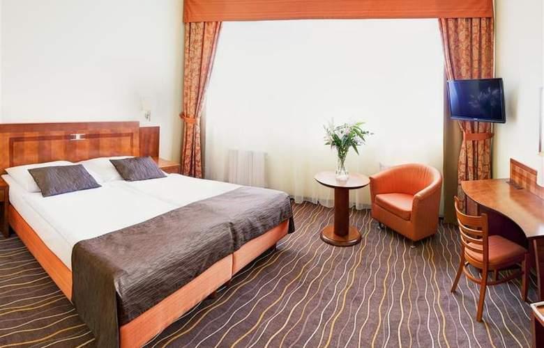 Luxury Family Hotel Bílá Labut - Room - 66