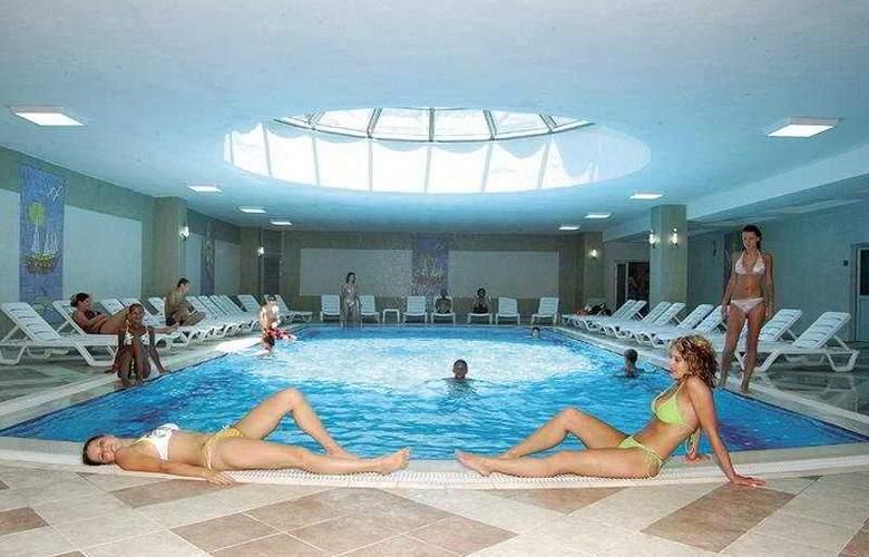 Holiday Garden Resort - Pool - 4