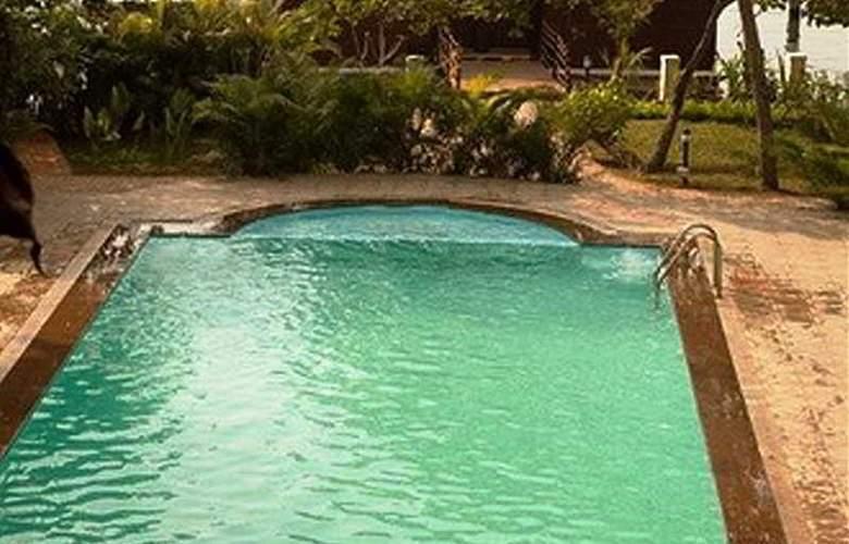 Club Mahindra Backwater Retreat - Pool - 6