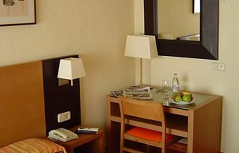 Laris - Room - 7