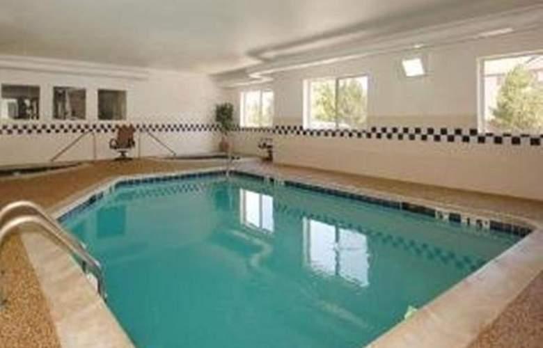 Quality Suites Southwest - Pool - 30