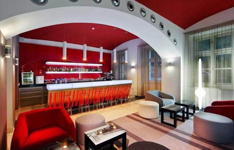 Red & Blue Design - Bar - 7