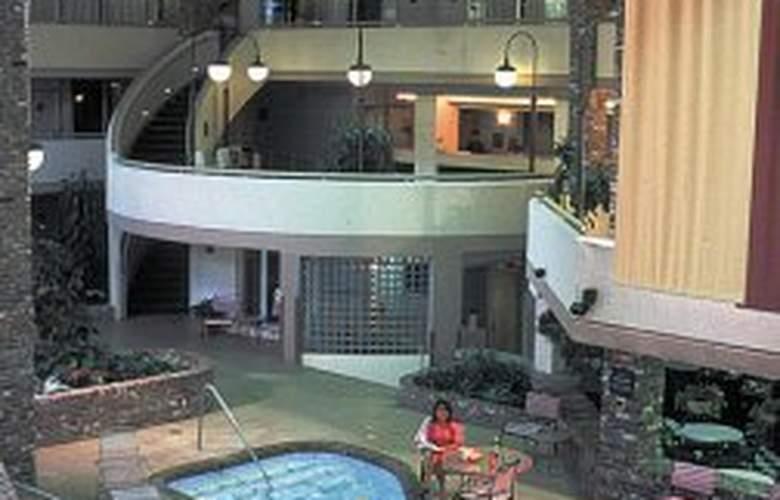Garden Plaza Hotel - Pool - 4