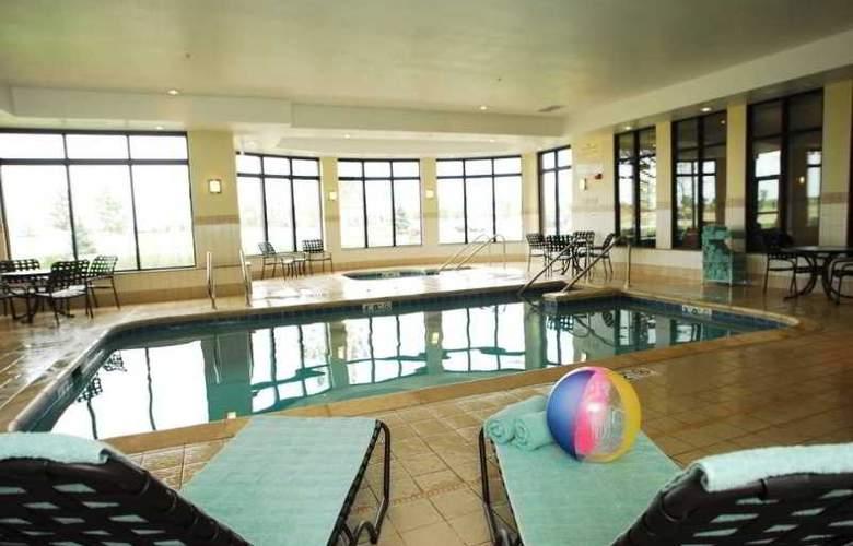 Hilton Garden Inn Oconomowoc - Pool - 8