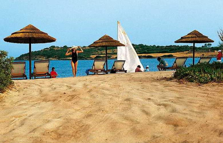 Is Molas Resort - Beach - 4