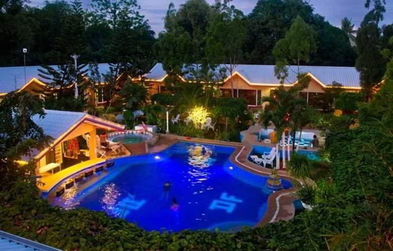 Deep Forest Garden Hotel - Pool - 2